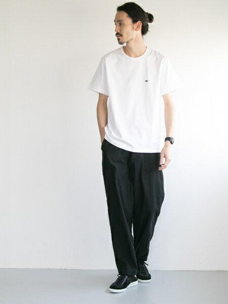 URBAN RESEARCHさんのTシャツ「Scye×URBAN RESEARCH 別注LOGO SHORT-SLEEVE T-SHIRTS」を使ったコーディネートを紹介します。|ファッション通販楽天ブランドアベニュー(旧スタイライフ Stylife)20893