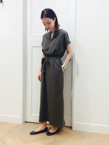 URBAN RESEARCHのスキッパーロングワンピースを使ったコーディネートを紹介します。|Rakuten Fashion(楽天ファッション/旧楽天ブランドアベニュー)25275