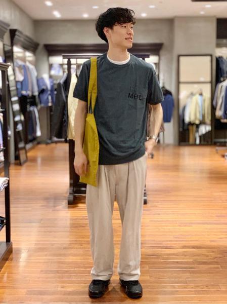 URBAN RESEARCHさんのTシャツ「MHL.×URBAN RESEARCH 別注PRINTED T-SHIRTS」を使ったコーディネートを紹介します。|ファッション通販楽天ブランドアベニュー(旧スタイライフ Stylife)33922