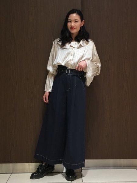 BEAMS WOMENさんの長袖シャツ「Ray BEAMS / ドット サテン フリルカラー ブラウス レイビームス」を使ったコーディネートを紹介します。|ファッション通販楽天ブランドアベニュー(旧スタイライフ Stylife)19873