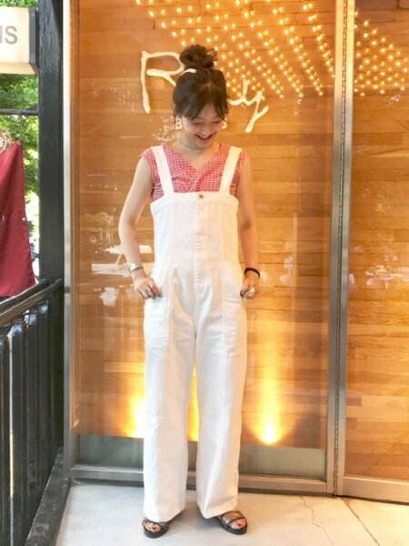 BEAMS WOMENさんのサロペット/オールインワン「Ray BEAMS / デニム サロペット」を使ったコーディネートを紹介します。|ファッション通販楽天ブランドアベニュー(旧スタイライフ Stylife)22854