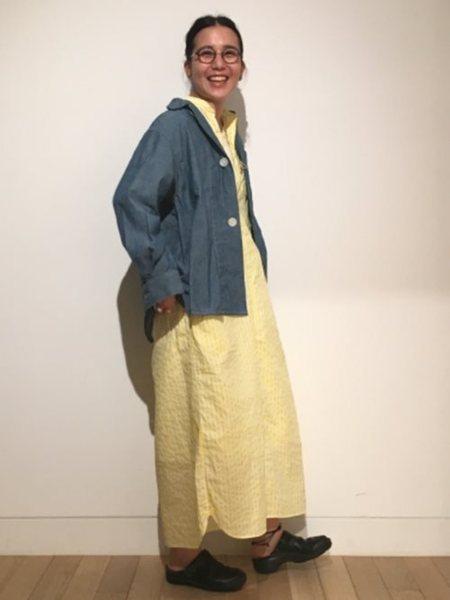 BEAMS WOMENさんの長袖シャツ「orslow / 別注 ビッグ ボタン コマーシャル シャツ レディース カジュアル 襟付き」を使ったコーディネートを紹介します。|ファッション通販楽天ブランドアベニュー(旧スタイライフ Stylife)27100
