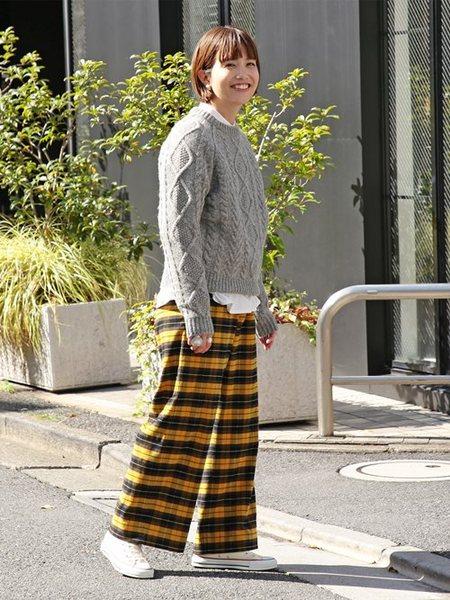 BEAMS WOMENさんのワイド/バギーパンツ「BEAMS BOY / ポリエステル レーヨン タータン チェックパンツ ビームスボーイ レディース ゆったり カジュアル」を使ったコーディネートを紹介します。|ファッション通販楽天ブランドアベニュー(旧スタイライフ Stylife)28135