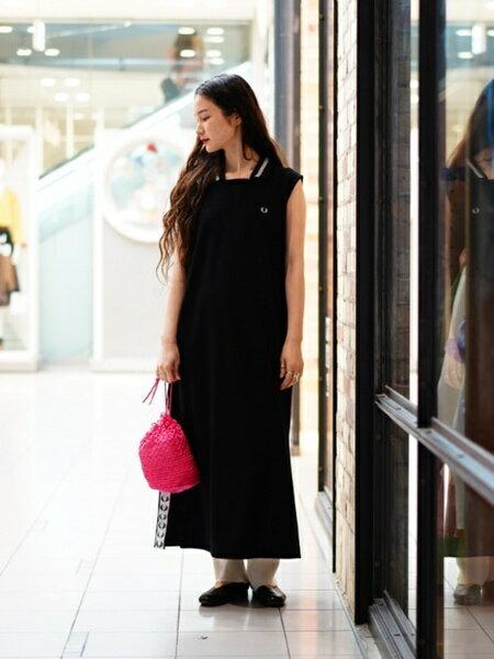 BEAMS WOMENさんのポーチ「Casselini / リング編み 巾着 キャセリーニ レイビームス ビームス beams バッグ 小ぶり 春 夏 ピンク グリーン 」を使ったコーディネートを紹介します。|ファッション通販楽天ブランドアベニュー(旧スタイライフ Stylife)33385