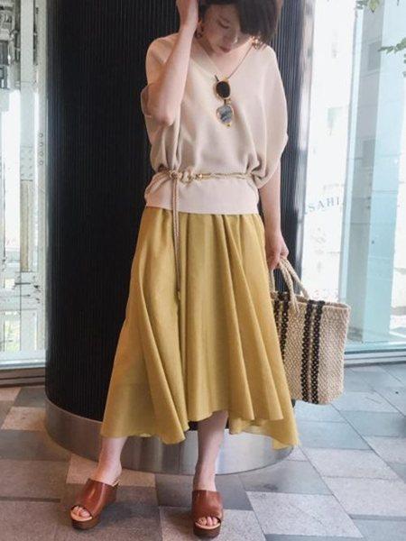 ADAM ET ROPE'さんのスカートその他「ブライトタッサーアシンメトリースカート」を使ったコーディネートを紹介します。 ファッション通販楽天ブランドアベニュー(旧スタイライフ Stylife)20675