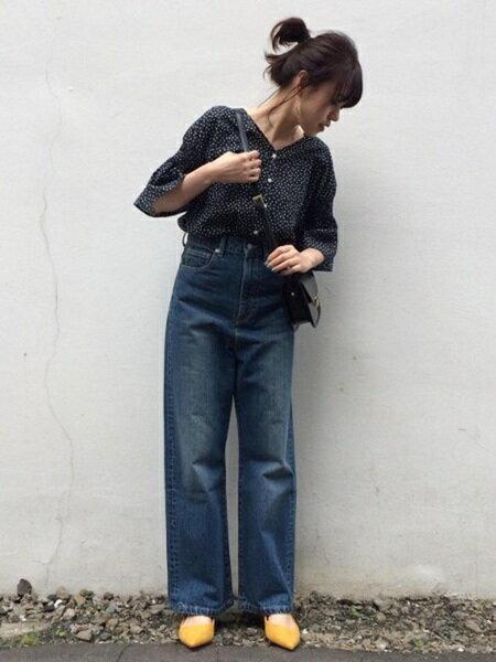 ADAM ET ROPE'のドロップシャーリングスリーブブラウスを使ったコーディネートを紹介します。|Rakuten Fashion(楽天ファッション/旧楽天ブランドアベニュー)24017