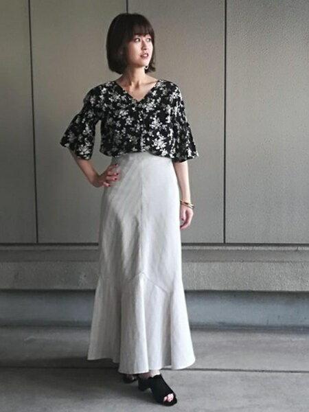 ADAM ET ROPE'さんのシャツ/ブラウスその他「ドロップシャーリングスリーブブラウス」を使ったコーディネートを紹介します。|ファッション通販楽天ブランドアベニュー(旧スタイライフ Stylife)24935