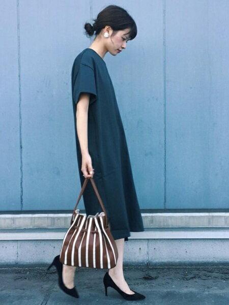 ADAM ET ROPE'さんのハンドバッグ「アコーディオン巾着バッグ」を使ったコーディネートを紹介します。|ファッション通販楽天ブランドアベニュー(旧スタイライフ Stylife)25454