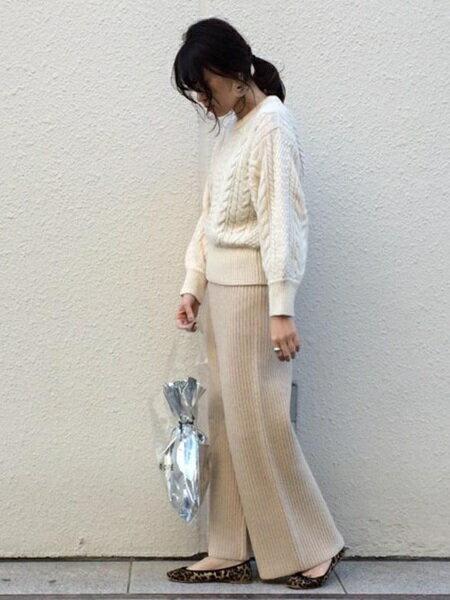 ADAM ET ROPE'のクロップドケーブルプルオーバーを使ったコーディネートを紹介します。|Rakuten Fashion(楽天ファッション/旧楽天ブランドアベニュー)28775