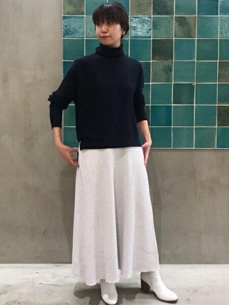 ADAM ET ROPE'さんのスカートその他「サーマルロングスカート」を使ったコーディネートを紹介します。 ファッション通販楽天ブランドアベニュー(旧スタイライフ Stylife)29374
