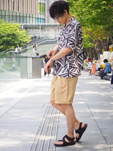 tk.TAKEO KIKUCHIさんのクロップド/半端丈パンツ「【ベルト付き】ツータックワイドショーツ」を使ったコーディネートを紹介します。 ファッション通販楽天ブランドアベニュー(旧スタイライフ Stylife)23892