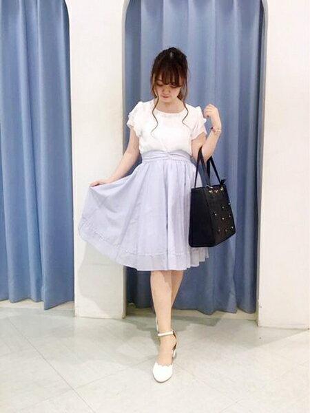 夏の涼しげなモテコーデ♡白と水色で爽やかフェミニンなデート服♪