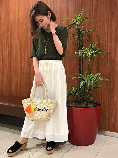 INGNIさんのVネックカットソー「C・裾レイヤーVN梨地ポンチトップス5分袖」を使ったコーディネートを紹介します。|ファッション通販楽天ブランドアベニュー(旧スタイライフ Stylife)21070