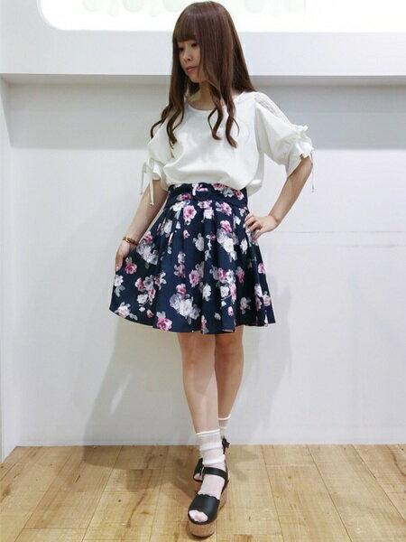 INGNIさんのフレアスカート「S・ウエストリボン花柄タックフレア/SK」を使ったコーディネートを紹介します。|ファッション通販楽天ブランドアベニュー(旧スタイライフ Stylife)21812