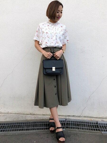 INGNIさんのカットソーその他「S・花柄HNフレア袖/TOPS」を使ったコーディネートを紹介します。|ファッション通販楽天ブランドアベニュー(旧スタイライフ Stylife)22481