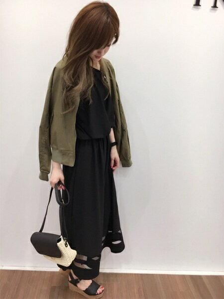 INGNIさんのロングワンピース/マキシワンピース「S・エスパンディー裾シアーマキシ/OP」を使ったコーディネートを紹介します。|ファッション通販楽天ブランドアベニュー(旧スタイライフ Stylife)22489