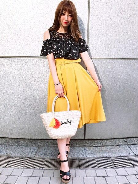 INGNIさんのフレアスカート「C・共ベルト付肉薄TRミディ/SK」を使ったコーディネートを紹介します。 ファッション通販楽天ブランドアベニュー(旧スタイライフ Stylife)22725