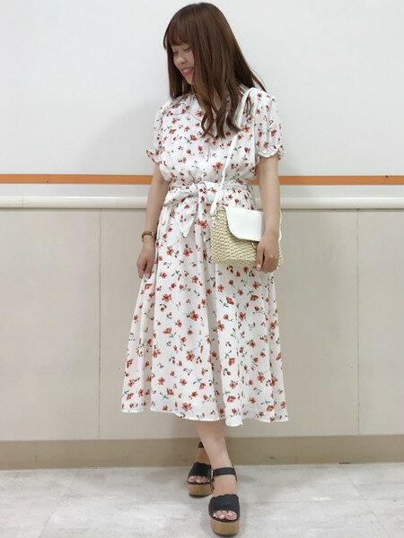 INGNIさんの半袖ワンピース「S・開襟衿花柄/OP」を使ったコーディネートを紹介します。|ファッション通販楽天ブランドアベニュー(旧スタイライフ Stylife)24268