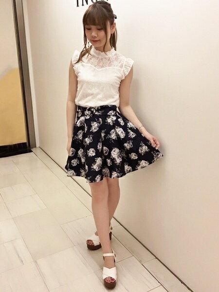 INGNIさんのフレアスカート「S・花柄フレア/SK」を使ったコーディネートを紹介します。 ファッション通販楽天ブランドアベニュー(旧スタイライフ Stylife)24356