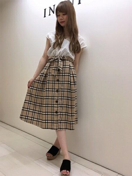 INGNIさんのフレアスカート「チェック柄前ボタン/ミディスカート」を使ったコーディネートを紹介します。|ファッション通販楽天ブランドアベニュー(旧スタイライフ Stylife)24561