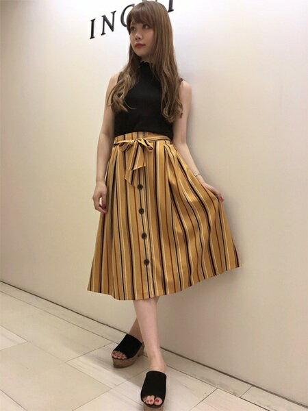 INGNIさんのフレアスカート「前ボタン・マルチストライプミディ/スカート」を使ったコーディネートを紹介します。|ファッション通販楽天ブランドアベニュー(旧スタイライフ Stylife)24594