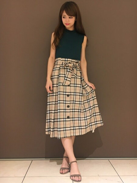 INGNIさんのフレアスカート「チェック柄前ボタン/ミディスカート」を使ったコーディネートを紹介します。|ファッション通販楽天ブランドアベニュー(旧スタイライフ Stylife)24596