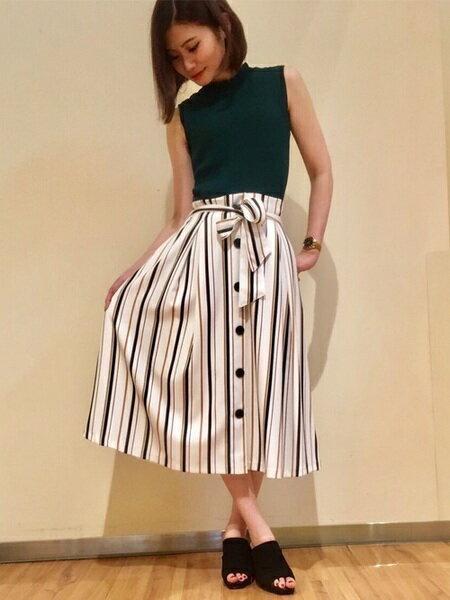 INGNIさんのフレアスカート「前ボタン・マルチストライプミディ/スカート」を使ったコーディネートを紹介します。|ファッション通販楽天ブランドアベニュー(旧スタイライフ Stylife)24613