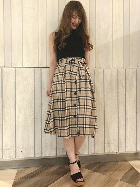 INGNIさんのフレアスカート「チェック柄前ボタン/ミディスカート」を使ったコーディネートを紹介します。|ファッション通販楽天ブランドアベニュー(旧スタイライフ Stylife)24817