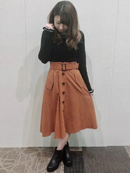 INGNIさんの台形スカート/コクーンスカート「ピーチ前ボタンミディ/スカート」を使ったコーディネートを紹介します。|ファッション通販楽天ブランドアベニュー(旧スタイライフ Stylife)27281