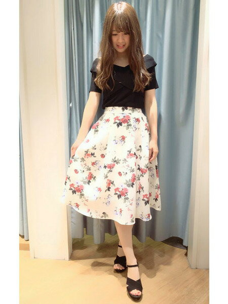 夏のデート服におすすめのプチプラ花柄スカートがセール中!
