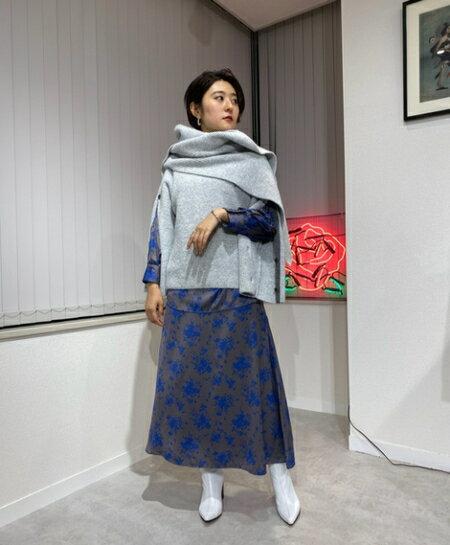 ROSE BUDのフラワープリントロングスカートを使ったコーディネートを紹介します。 Rakuten Fashion(楽天ファッション/旧楽天ブランドアベニュー)42741