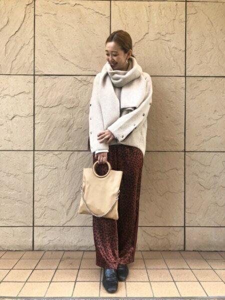 ROSE BUDのマフラー付きニットトップスを使ったコーディネートを紹介します。|Rakuten Fashion(楽天ファッション/旧楽天ブランドアベニュー)43497