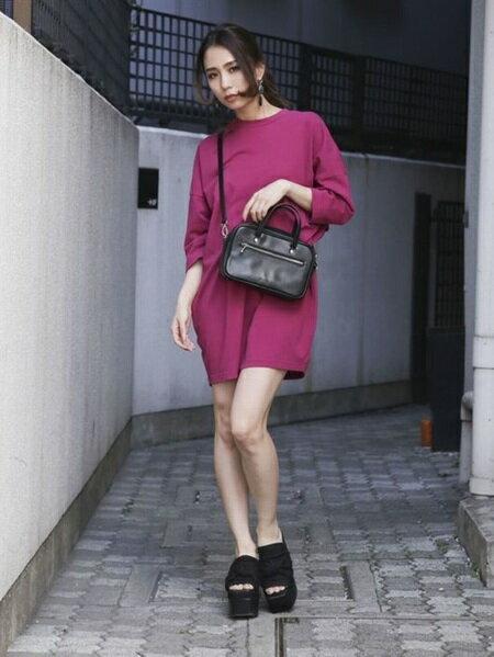 EMODAさんの半袖ワンピース「ビッグTシャツワンピース」を使ったコーディネートを紹介します。|ファッション通販楽天ブランドアベニュー(旧スタイライフ Stylife)23674