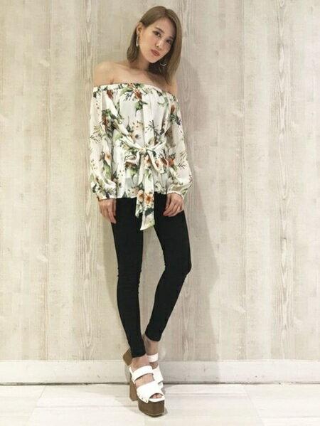 EMODAさんのシャツ/ブラウスその他「タイマークスキントップス」を使ったコーディネートを紹介します。|ファッション通販楽天ブランドアベニュー(旧スタイライフ Stylife)23695