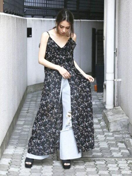 EMODAのハードクラッシュジャストウエストバギーデニムを使ったコーディネートを紹介します。|Rakuten Fashion(楽天ファッション/旧楽天ブランドアベニュー)23698