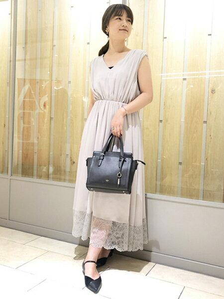 Rouge vif la cleの裾レースギャザーワンピースを使ったコーディネートを紹介します。 Rakuten Fashion(楽天ファッション/旧楽天ブランドアベニュー)39153