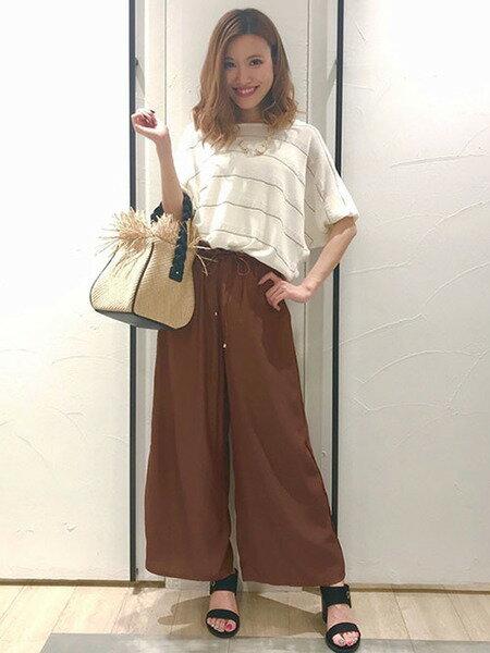 VICKYのサイドパイピングワイドパンツを使ったコーディネートを紹介します。|Rakuten Fashion(楽天ファッション/旧楽天ブランドアベニュー)35059
