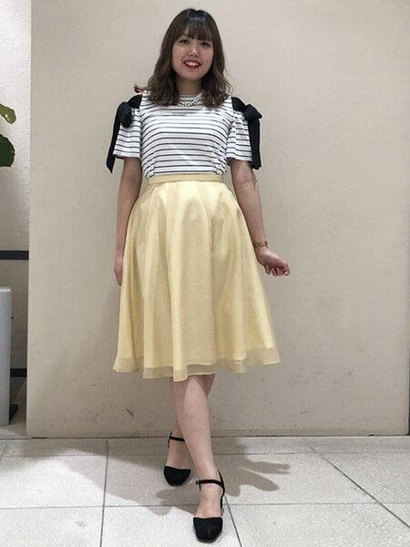 QUEENS COURTのオーガンジーシンプルフレアスカートを使ったコーディネートを紹介します。 Rakuten Fashion(楽天ファッション/旧楽天ブランドアベニュー)35078