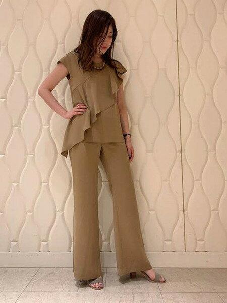 Viaggio Bluのプルエラサテンフレアパンツを使ったコーディネートを紹介します。|Rakuten Fashion(楽天ファッション/旧楽天ブランドアベニュー)38824