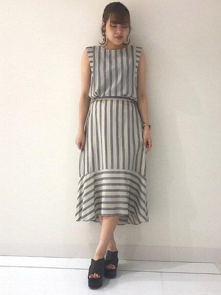Droitelautreamontのストライプスカートを使ったコーディネートを紹介します。|Rakuten Fashion(楽天ファッション/旧楽天ブランドアベニュー)37398