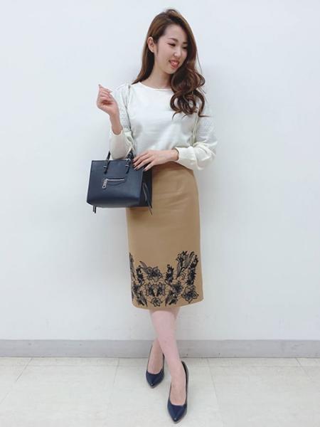 Viaggio Bluのボタニーウール刺繍スカートを使ったコーディネートを紹介します。|Rakuten Fashion(楽天ファッション/旧楽天ブランドアベニュー)1000023
