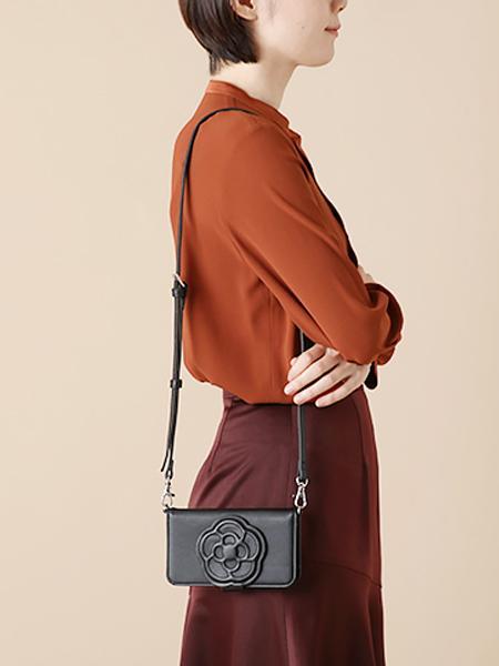 KUIPOのペーシュ 手帳型スマホショルダー_0188382を使ったコーディネートを紹介します。|Rakuten Fashion(楽天ファッション/旧楽天ブランドアベニュー)1000677