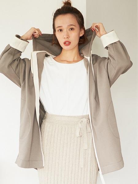 COMME CA ISMの【EC/一部店舗限定】裏起毛パーカーコート(ONIGIRI)を使ったコーディネートを紹介します。|Rakuten Fashion(楽天ファッション/旧楽天ブランドアベニュー)1001400