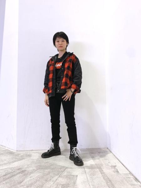 Levi'sのバットウイングロゴTシャツを使ったコーディネートを紹介します。|Rakuten Fashion(楽天ファッション/旧楽天ブランドアベニュー)1001692