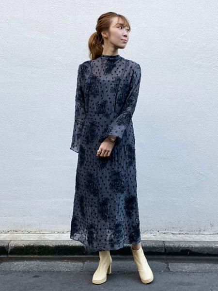MAISON SPECIALの(W)フラワーカットジャガードワンピースを使ったコーディネートを紹介します。 Rakuten Fashion(楽天ファッション/旧楽天ブランドアベニュー)1002169