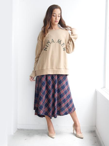 nina mewのロゴビックトップスを使ったコーディネートを紹介します。|Rakuten Fashion(楽天ファッション/旧楽天ブランドアベニュー)1002450