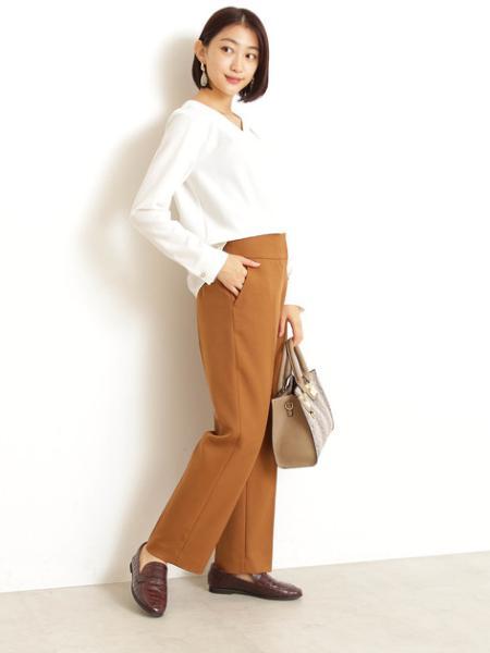 N. Natural Beauty Basic*のタックドレープVネックブラウスを使ったコーディネートを紹介します。|Rakuten Fashion(楽天ファッション/旧楽天ブランドアベニュー)1003590