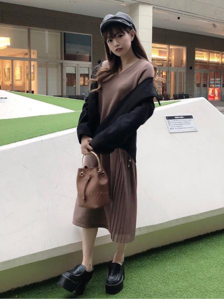CECIL McBEEのサイドプリーツカットワンピースを使ったコーディネートを紹介します。|Rakuten Fashion(楽天ファッション/旧楽天ブランドアベニュー)1003989