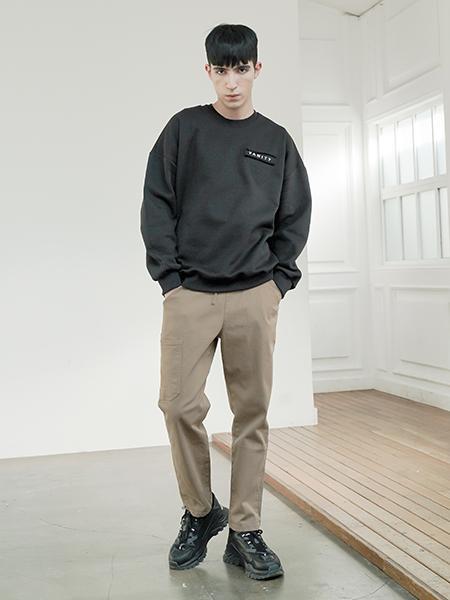 Boys Of EmotionのVANITYトレーナーを使ったコーディネートを紹介します。|Rakuten Fashion(楽天ファッション/旧楽天ブランドアベニュー)1006141
