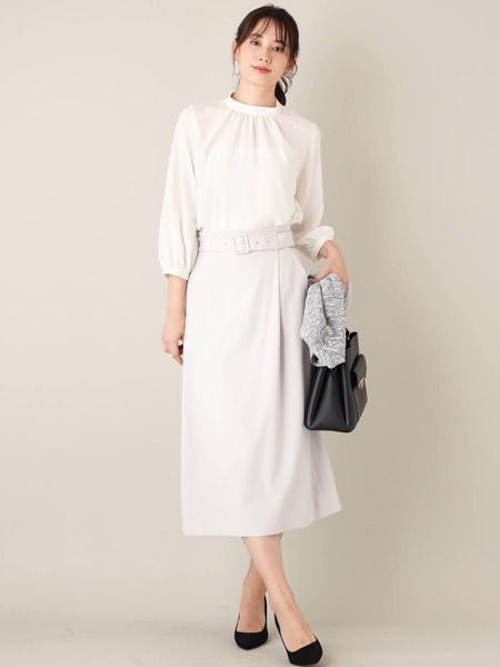 MK MICHEL KLEINの【洗濯機で洗える】サテンストレートスカートを使ったコーディネートを紹介します。|Rakuten Fashion(楽天ファッション/旧楽天ブランドアベニュー)1006710